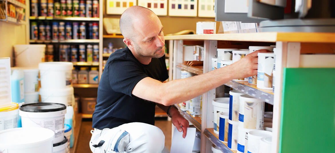 A paint shop owner who offers invoice payment terms to SME customers