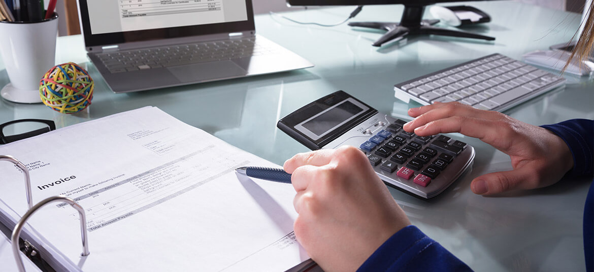 accountant calculating the accounts receivable turnover ratio